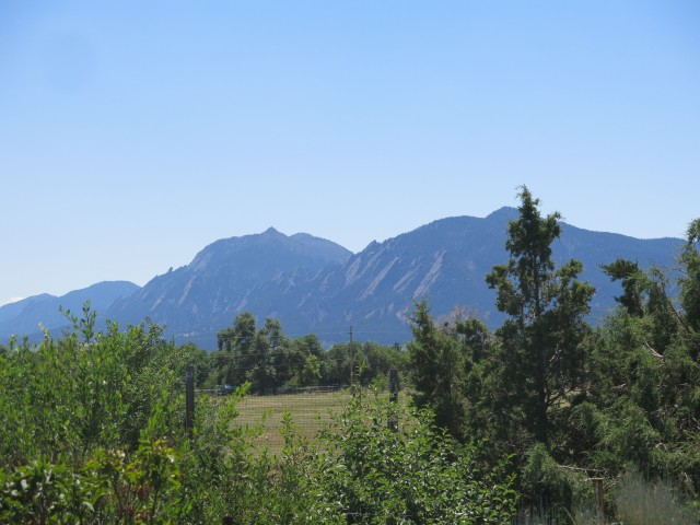 looking at the Flatirons, South Boulder Peak, and Devil's Thumb